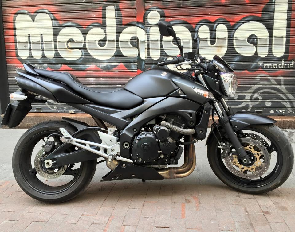 Pintura moto suzuki negro mate